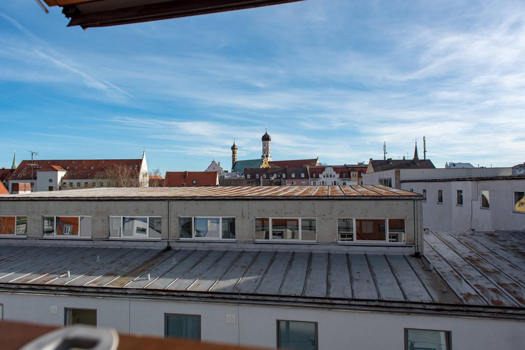 Dachgeschosswohnung mit Blick über Augsburg Ausblick Bild 1