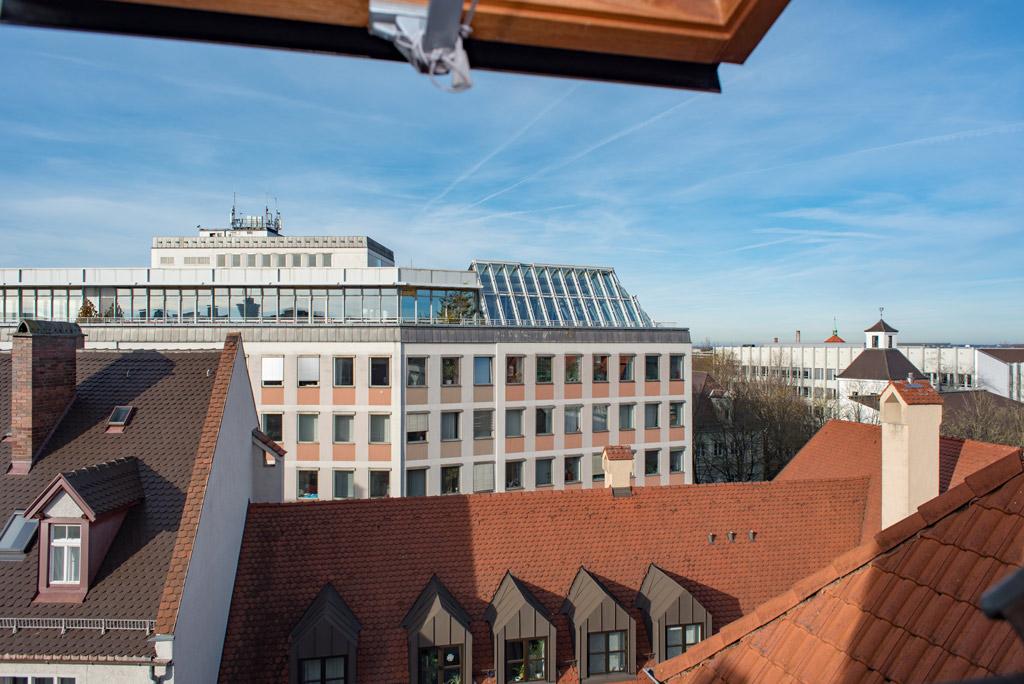 Dachgeschosswohnung mit Blick über Augsburg Ausblick Bild 2