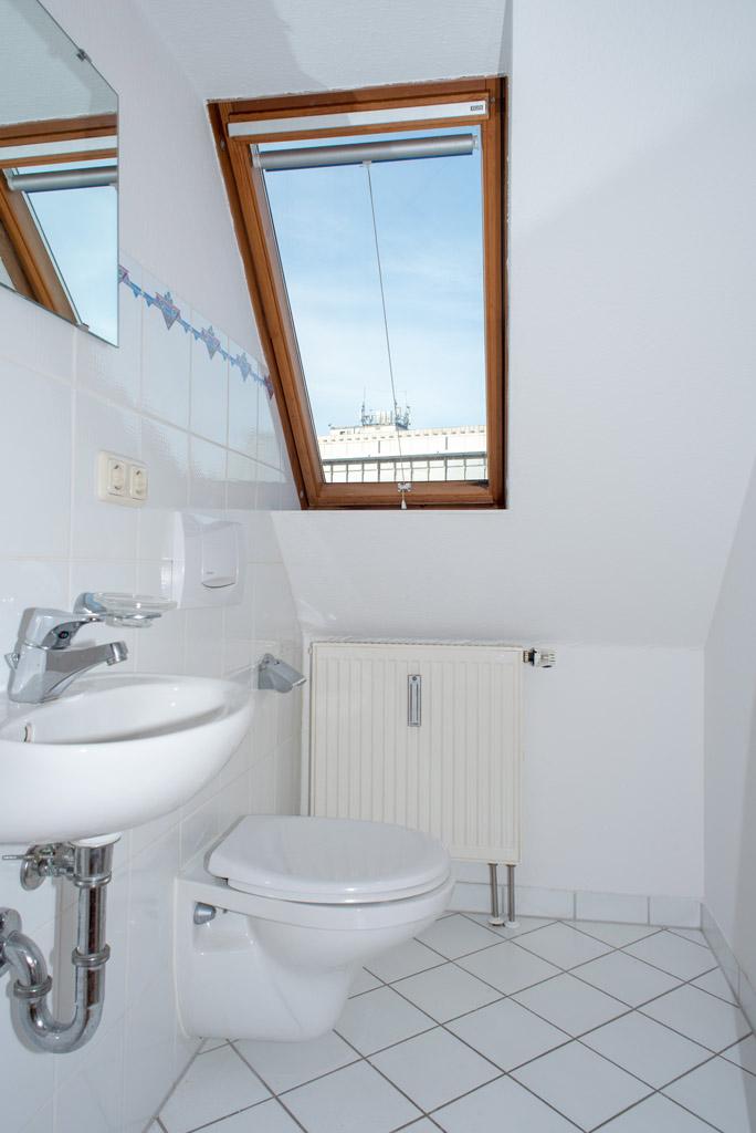 Dachgeschosswohnung mit Blick über Augsburg Badezimmer Bild 1