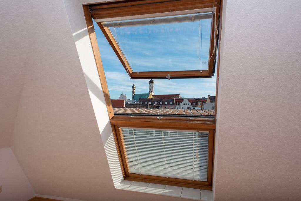 Dachgeschosswohnung mit Blick über Augsburg Fenster mit Ausblick