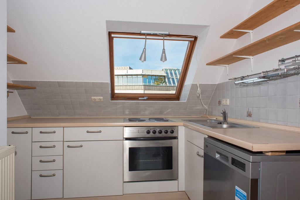 Dachgeschosswohnung mit Blick über Augsburg Küche Bild 1