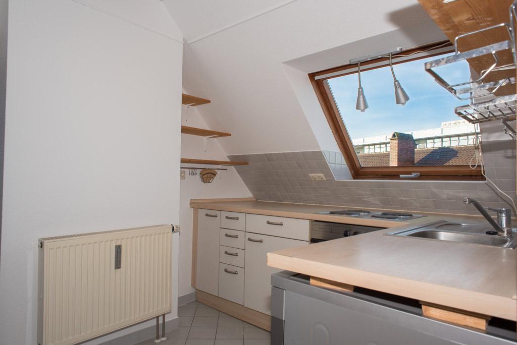 Dachgeschosswohnung mit Blick über Augsburg Küche Bild 2