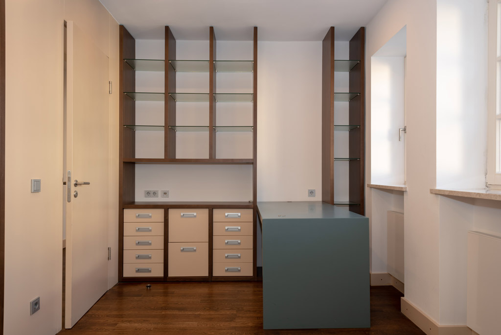 Denkmalgeschützte Stadtwohnung mit hochwertiger Ausstattung Arbeitszimmer Bild 1