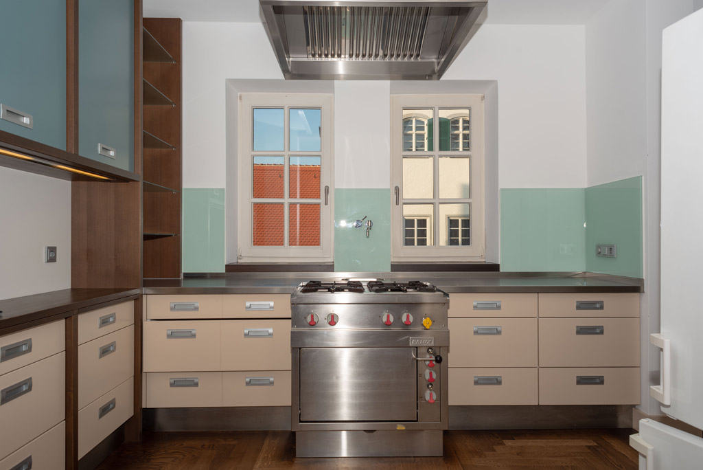 Denkmalgeschützte Stadtwohnung mit hochwertiger Ausstattung Küche Bild 1