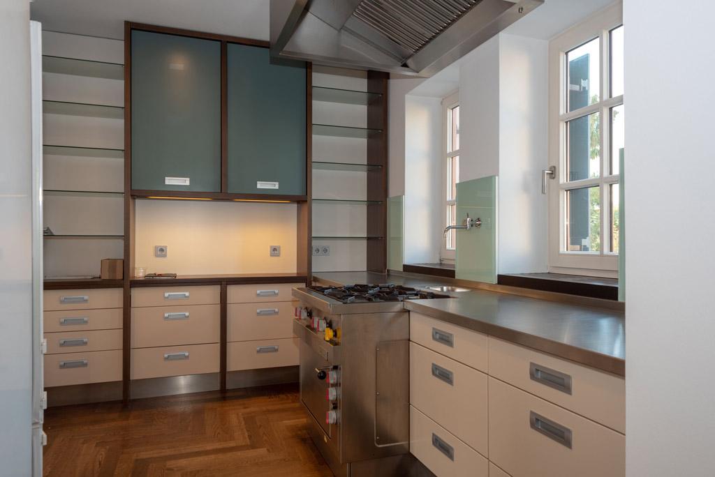 Denkmalgeschützte Stadtwohnung mit hochwertiger Ausstattung Küche Bild 2