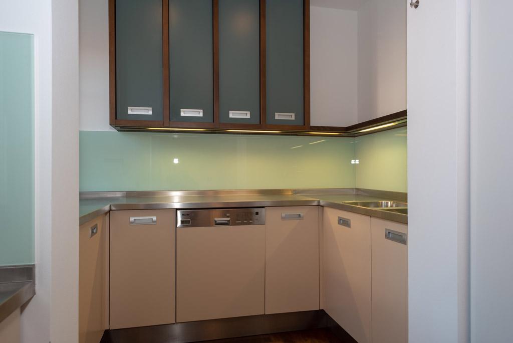 Denkmalgeschützte Stadtwohnung mit hochwertiger Ausstattung Küche Bild 3