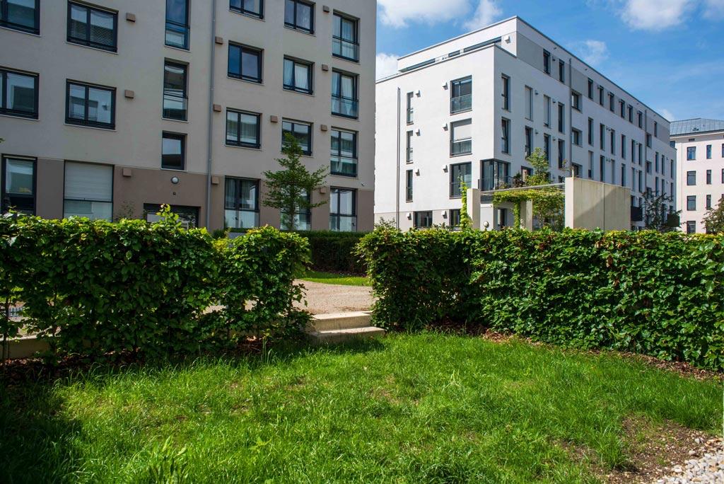 Moderne Stadtwohnung mit Garten Garten Bild 2