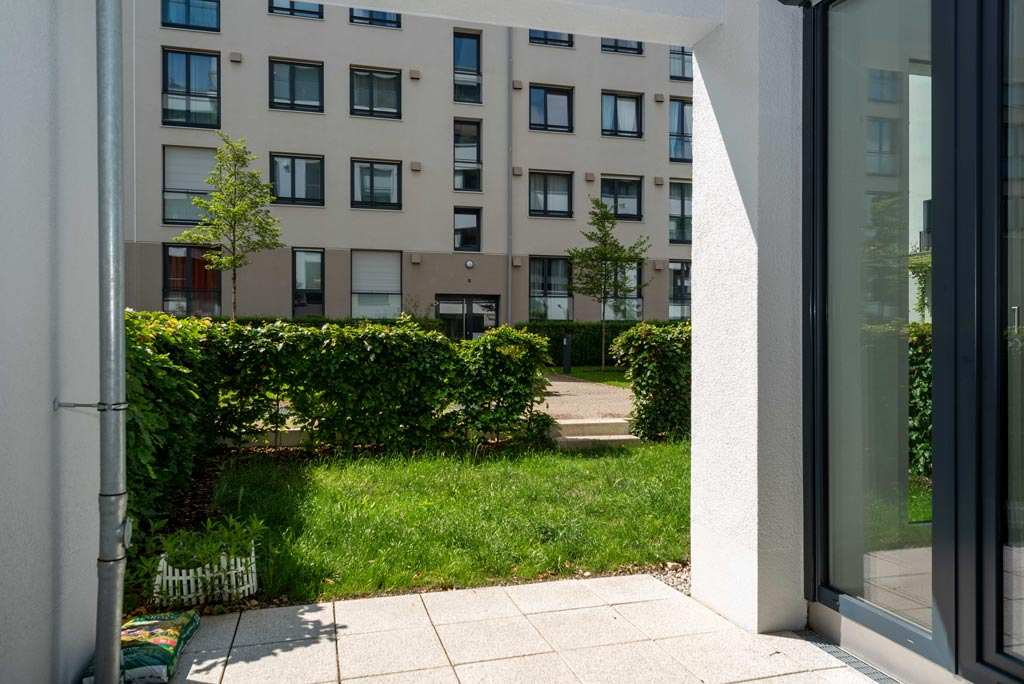 Moderne Stadtwohnung mit Garten Terrasse