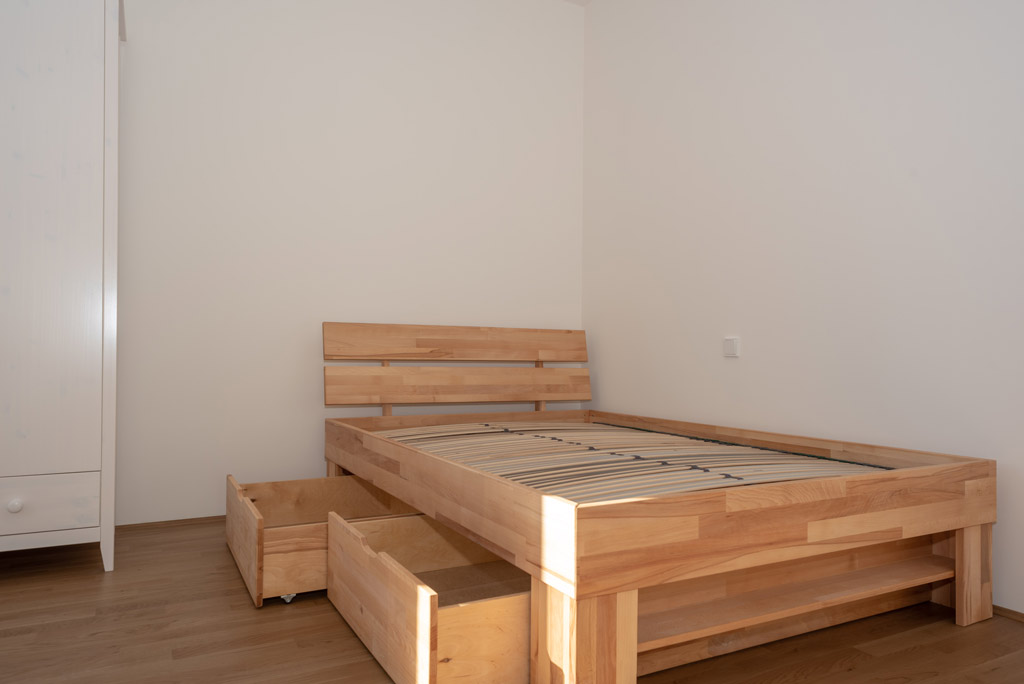 Mondänes Apartment in ruhiger Lage voll möbliert Bett
