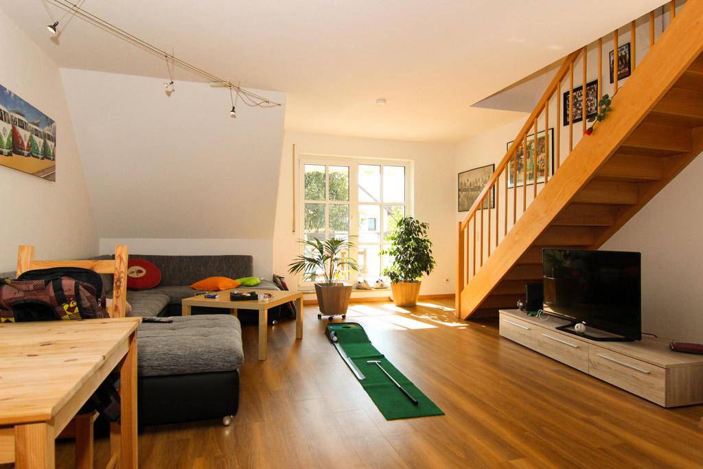 Ruhig gelegene Maisonette mit Balkon Wohnzimmer Bild 1